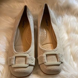Trotters Sizzle Signature Flat Nude Suede Sz 6m